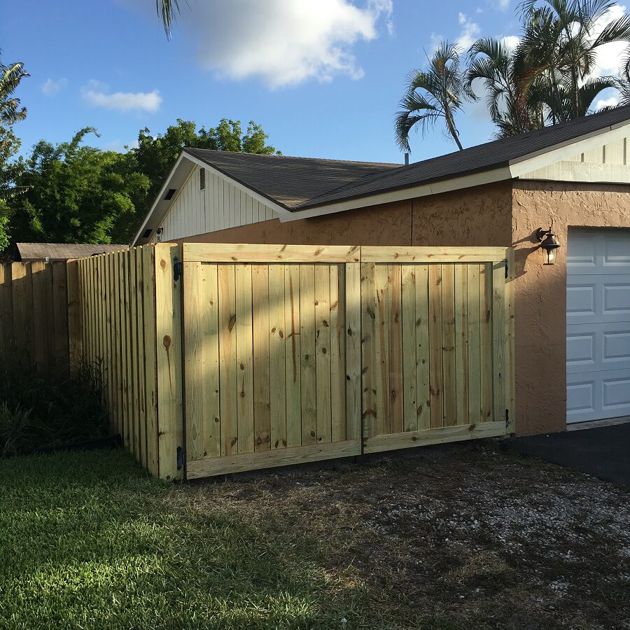 wood fencing installation in deerfield beach
